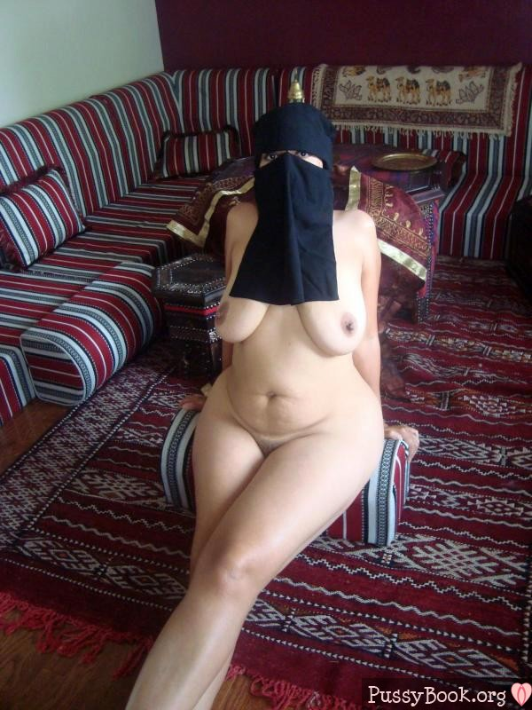 【おっぱい】イスラム系の普段は露出少ないお姉さんが脱ぐと漏れなく巨乳で褐色なので中東系のエッロいおっぱいエロ画像集めてみた【80枚】 47