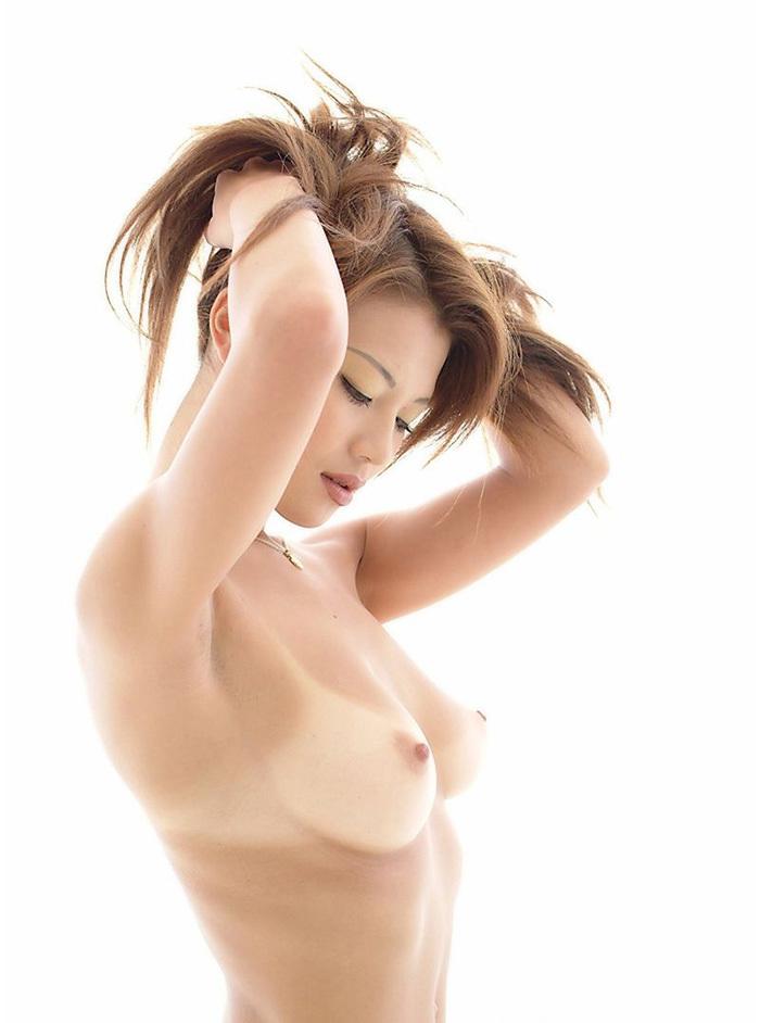 【おっぱい】こんがり焼きたての日焼け褐色ボディの美乳が堪らない!メラニン色素頑張り過ぎの日焼け美女のおっぱい画像集【80枚】 74