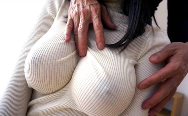 【おっぱい】巨乳娘を際立たせくれるニットとかいう最強の着エロアイテムが最高すぎる!セーター着ておっぱい強調されてる画像集【80枚】 65