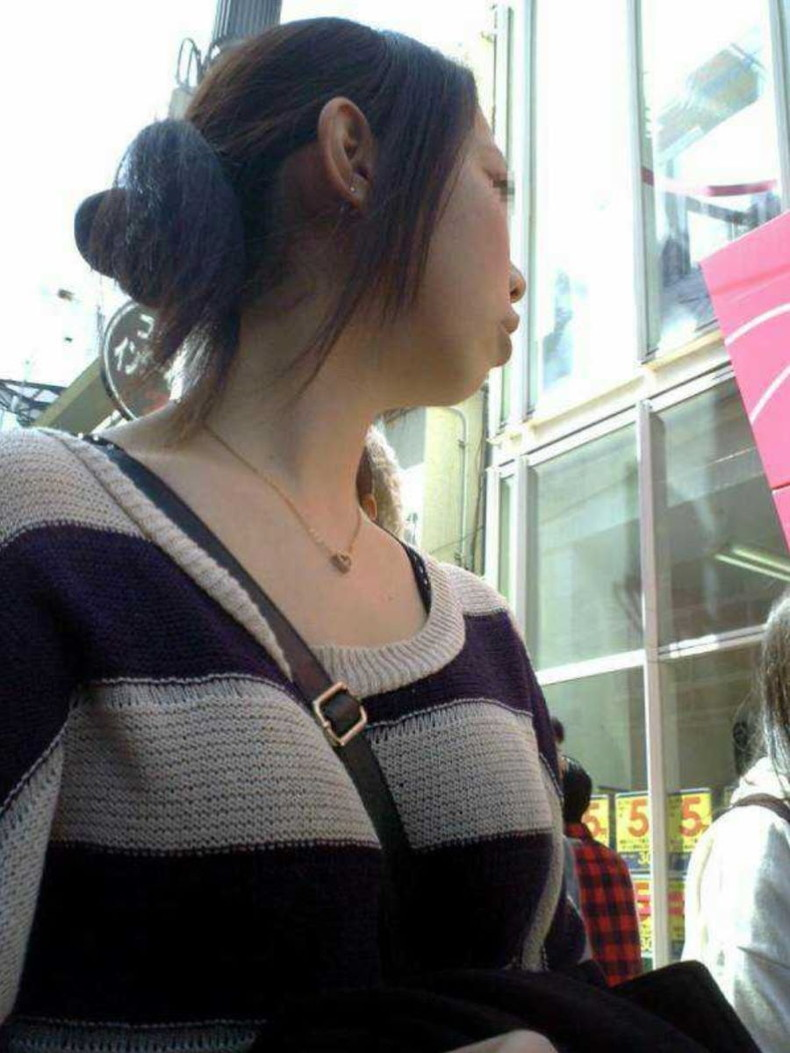 【おっぱい】巨乳娘を際立たせくれるニットとかいう最強の着エロアイテムが最高すぎる!セーター着ておっぱい強調されてる画像集【80枚】 66
