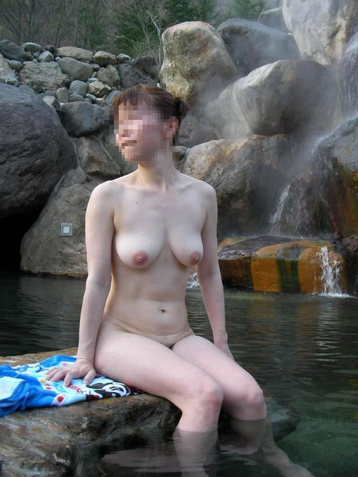 【おっぱい】露天風呂とおっぱいという組み合わせがあんぱんと牛乳ぐらい鉄板でエロいと知らしめてくれるお湯に濡れた美巨乳エロ画像集w【80枚】 09