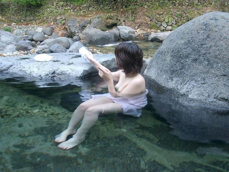【おっぱい】露天風呂とおっぱいという組み合わせがあんぱんと牛乳ぐらい鉄板でエロいと知らしめてくれるお湯に濡れた美巨乳エロ画像集w【80枚】 17