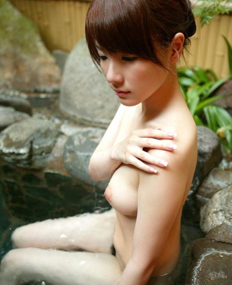 【おっぱい】露天風呂とおっぱいという組み合わせがあんぱんと牛乳ぐらい鉄板でエロいと知らしめてくれるお湯に濡れた美巨乳エロ画像集w【80枚】 21