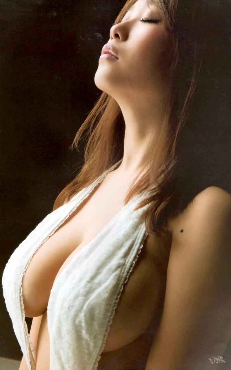 【おっぱい】乳首が見えても見えてなくても横乳が出てたら勝った気分になれるおっぱい画像集【80枚】 75