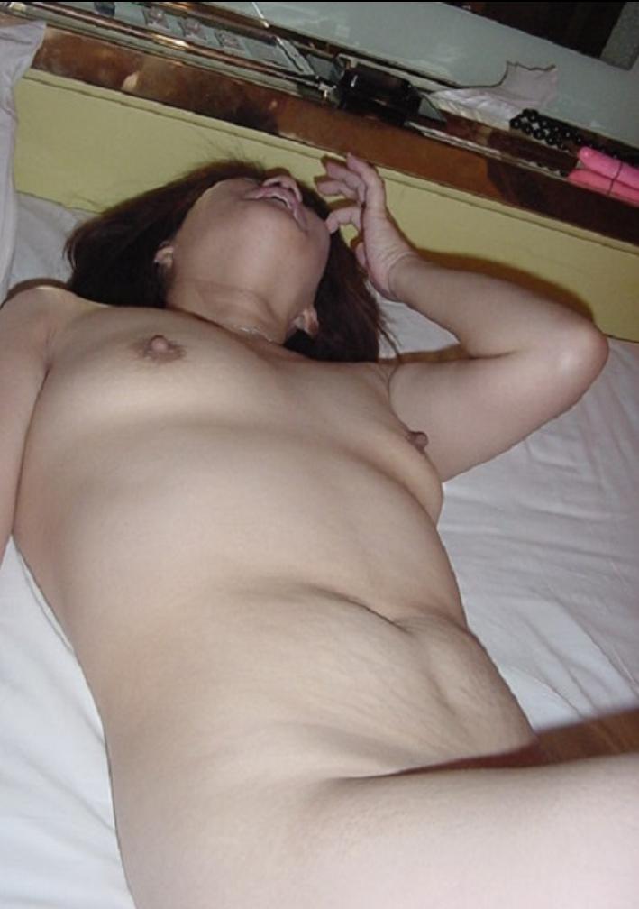 【おっぱい】ちょいポチャなのに貧乳というデフォルトであるだろう巨乳が無い素人女子達がコンプレックスの塊でエロすぎる画像集w【80枚】 73