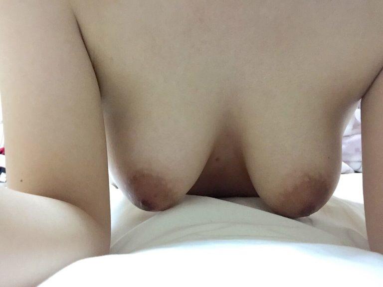 【おっぱい】まさに今から不倫セックスします!っていう素人の人妻のおっぱいが乳首ピンコ勃起で準備万端でエロ過ぎる画像集w【80枚】 63