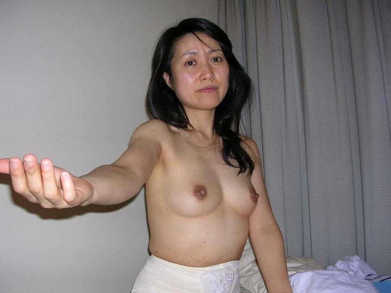 【おっぱい】まさに今から不倫セックスします!っていう素人の人妻のおっぱいが乳首ピンコ勃起で準備万端でエロ過ぎる画像集w【80枚】 73