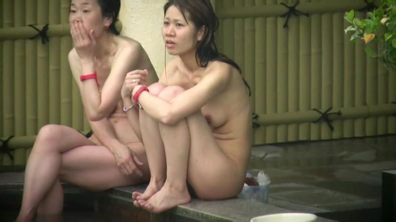 【おっぱい】女将さーんこの温泉ユルすぎますよ!素人のロリな美少女やJKやOLを露天風呂で盗撮しちっぱいや名作レベルの巨乳盗撮したエロ画像集w【80枚】 06