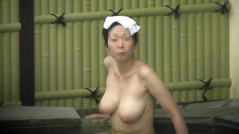 【おっぱい】女将さーんこの温泉ユルすぎますよ!素人のロリな美少女やJKやOLを露天風呂で盗撮しちっぱいや名作レベルの巨乳盗撮したエロ画像集w【80枚】 13