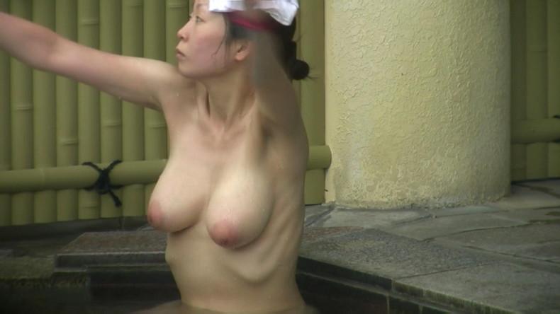 【おっぱい】女将さーんこの温泉ユルすぎますよ!素人のロリな美少女やJKやOLを露天風呂で盗撮しちっぱいや名作レベルの巨乳盗撮したエロ画像集w【80枚】 36