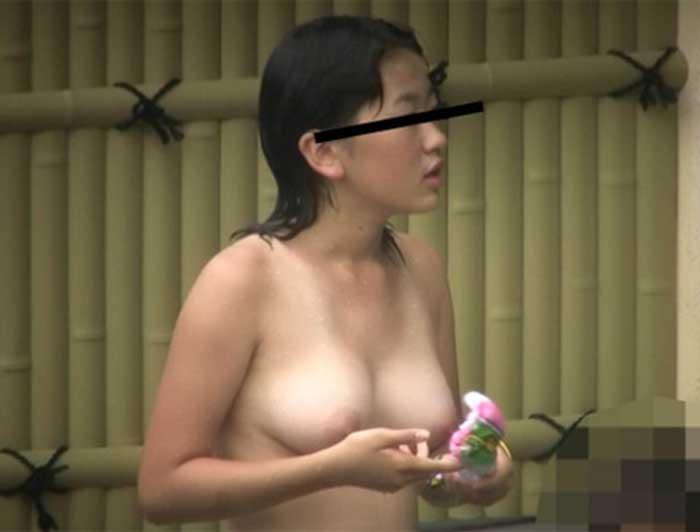 【おっぱい】女将さーんこの温泉ユルすぎますよ!素人のロリな美少女やJKやOLを露天風呂で盗撮しちっぱいや名作レベルの巨乳盗撮したエロ画像集w【80枚】 62