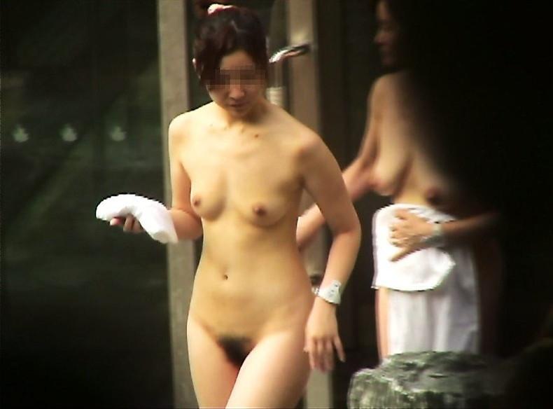 【おっぱい】女将さーんこの温泉ユルすぎますよ!素人のロリな美少女やJKやOLを露天風呂で盗撮しちっぱいや名作レベルの巨乳盗撮したエロ画像集w【80枚】 72