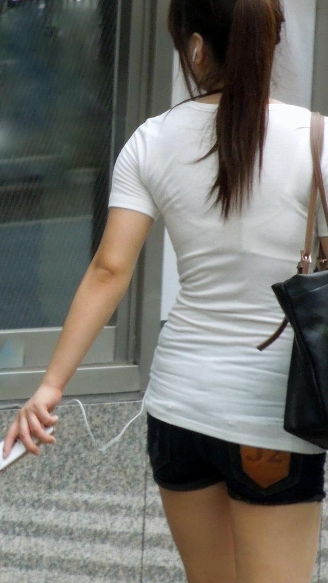 【おっぱい】素人OLやJKたちが街中でスケスケ状態のブラウスやTシャツ着て前からも後ろからもブラジャー丸見え状態の盗撮おっぱい画像集【80枚】 30