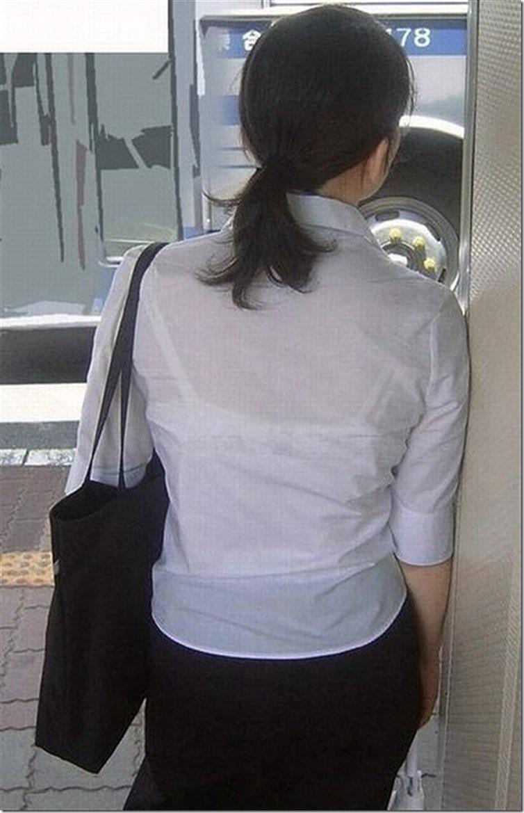 【おっぱい】素人OLやJKたちが街中でスケスケ状態のブラウスやTシャツ着て前からも後ろからもブラジャー丸見え状態の盗撮おっぱい画像集【80枚】 38