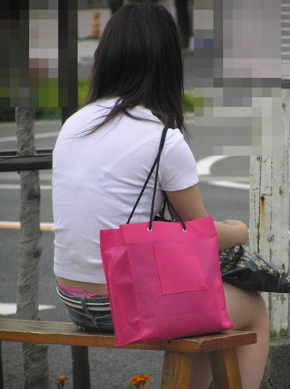 【おっぱい】素人OLやJKたちが街中でスケスケ状態のブラウスやTシャツ着て前からも後ろからもブラジャー丸見え状態の盗撮おっぱい画像集【80枚】 66