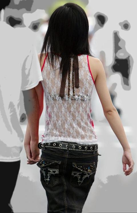 【おっぱい】素人OLやJKたちが街中でスケスケ状態のブラウスやTシャツ着て前からも後ろからもブラジャー丸見え状態の盗撮おっぱい画像集【80枚】 74