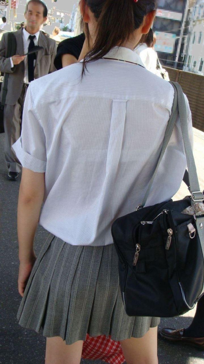 【おっぱい】素人OLやJKたちが街中でスケスケ状態のブラウスやTシャツ着て前からも後ろからもブラジャー丸見え状態の盗撮おっぱい画像集【80枚】 76