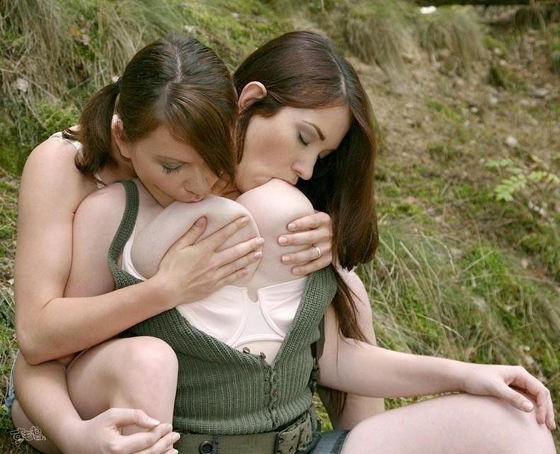 【おっぱい】レズの女の子同士が乳首舐めあってアヘ顔晒し合うおっぱい画像集【80枚】 21