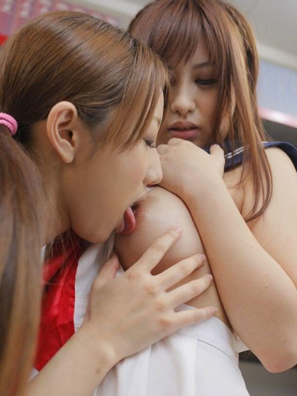 【おっぱい】レズの女の子同士が乳首舐めあってアヘ顔晒し合うおっぱい画像集【80枚】 28