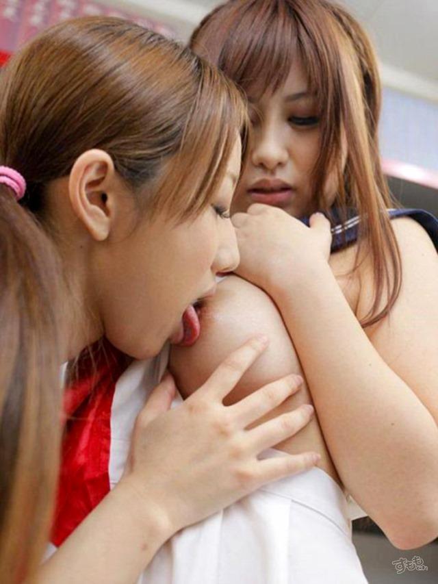 【おっぱい】レズの女の子同士が乳首舐めあってアヘ顔晒し合うおっぱい画像集【80枚】 31