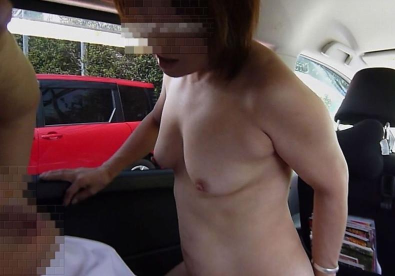 【おっぱい】おっぱい丸出しでスリリングなカーセックスしてる素人娘の画像がエロ過ぎる件ww【80枚】 52