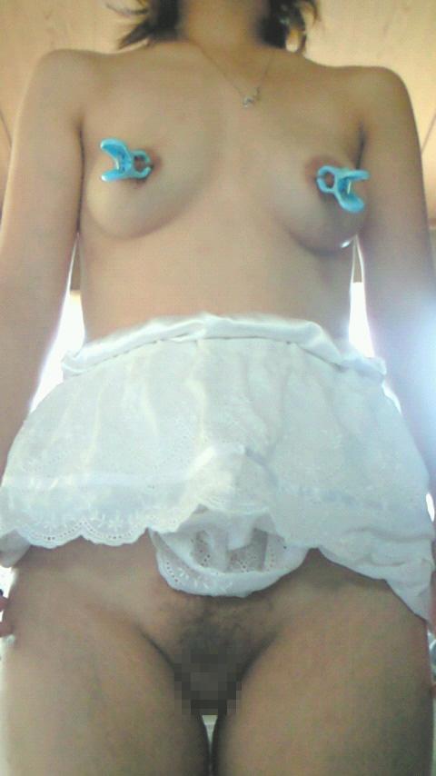 【おっぱい】洗濯バサミで乳首をブチュっと潰して挟まれてる素人娘のおっぱい画像がスーパーエロ過ぎたww【80枚】 05