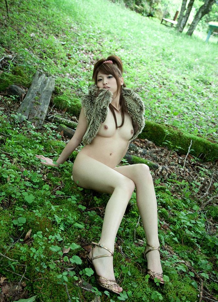 【おっぱい】森の中や大草原など田舎でおっぱい露出したマイナスイオンたっぷりな女の子たちのエロ画像集【80枚】 40