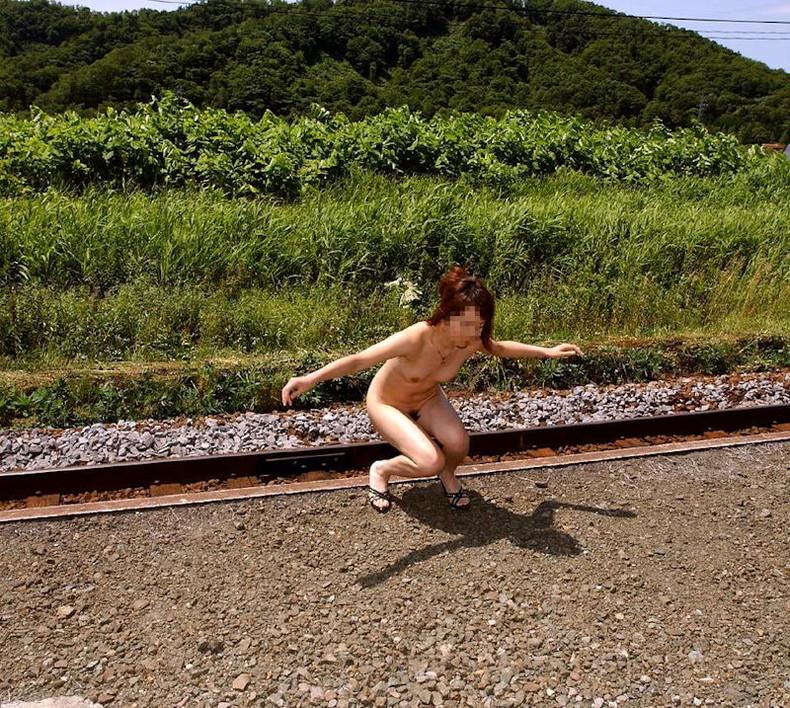 【おっぱい】森の中や大草原など田舎でおっぱい露出したマイナスイオンたっぷりな女の子たちのエロ画像集【80枚】 68
