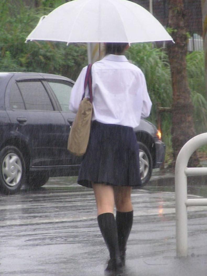 【おっぱい】突然の雨や汗で制服ブラウスが濡れ透け状態になってる素人JK達のおっぱい盗撮画像がが初々しくてエロくて・・【80枚】 19
