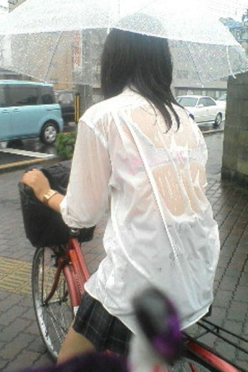 【おっぱい】突然の雨や汗で制服ブラウスが濡れ透け状態になってる素人JK達のおっぱい盗撮画像がが初々しくてエロくて・・【80枚】 21