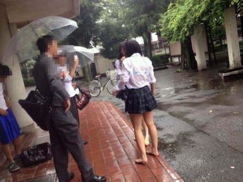 【おっぱい】突然の雨や汗で制服ブラウスが濡れ透け状態になってる素人JK達のおっぱい盗撮画像がが初々しくてエロくて・・【80枚】 33