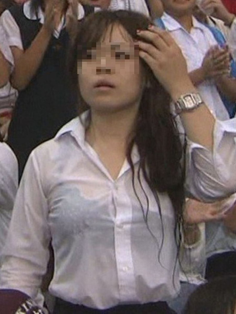 【おっぱい】突然の雨や汗で制服ブラウスが濡れ透け状態になってる素人JK達のおっぱい盗撮画像がが初々しくてエロくて・・【80枚】 39