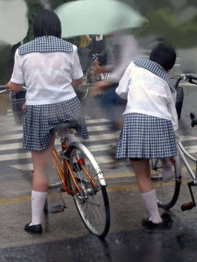 【おっぱい】突然の雨や汗で制服ブラウスが濡れ透け状態になってる素人JK達のおっぱい盗撮画像がが初々しくてエロくて・・【80枚】 46
