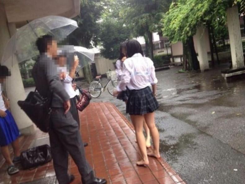 【おっぱい】突然の雨や汗で制服ブラウスが濡れ透け状態になってる素人JK達のおっぱい盗撮画像がが初々しくてエロくて・・【80枚】 57