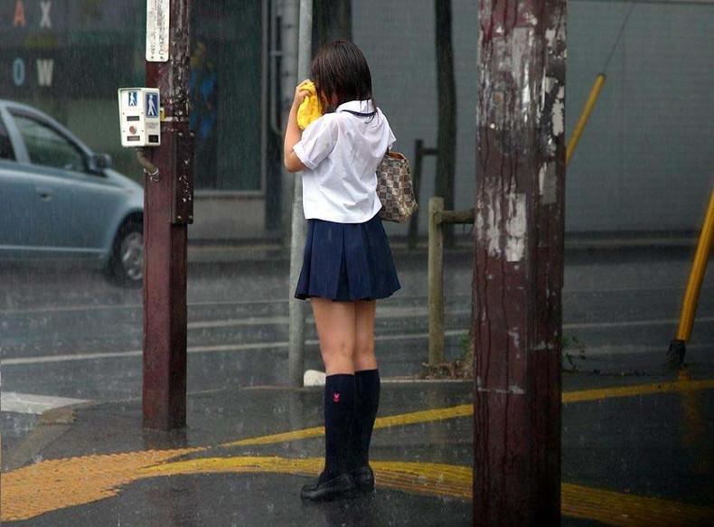 【おっぱい】突然の雨や汗で制服ブラウスが濡れ透け状態になってる素人JK達のおっぱい盗撮画像がが初々しくてエロくて・・【80枚】 60