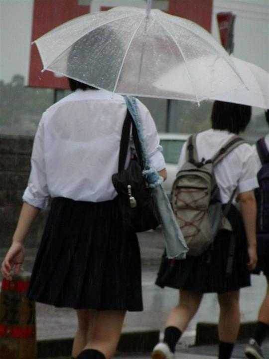 【おっぱい】突然の雨や汗で制服ブラウスが濡れ透け状態になってる素人JK達のおっぱい盗撮画像がが初々しくてエロくて・・【80枚】 62