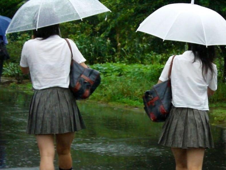 【おっぱい】突然の雨や汗で制服ブラウスが濡れ透け状態になってる素人JK達のおっぱい盗撮画像がが初々しくてエロくて・・【80枚】 68