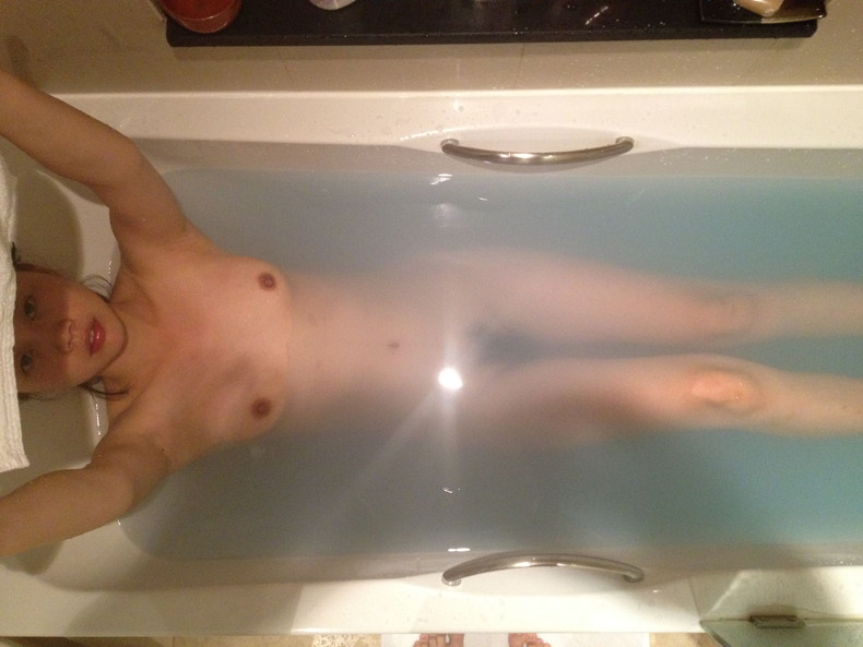 【おっぱい】お風呂でおっぱい露出しちゃってる素人の嫁や彼女を撮影したり自撮りさせたりしちゃったエロ画像集ww【80枚】 69