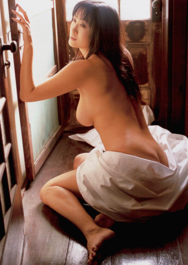 【おっぱい】昭和のバブル感を彷彿させる巨乳美女たちの一周回ってエロすぎるおっぱい画像集ww【80枚】 50