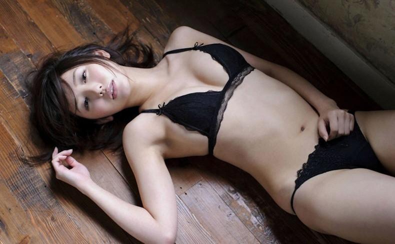 【おっぱい】黒ランジェリーを着た美巨乳な大人の女にパイズリされてみたい!黒ランジェリーのおっぱい画像集!ww【80枚】 04