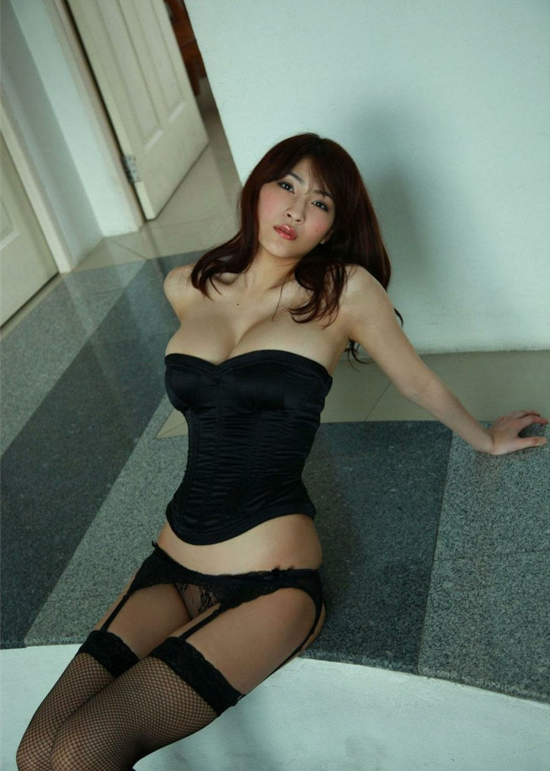【おっぱい】黒ランジェリーを着た美巨乳な大人の女にパイズリされてみたい!黒ランジェリーのおっぱい画像集!ww【80枚】 26