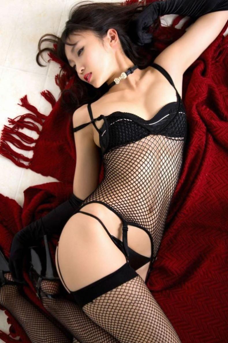 【おっぱい】黒ランジェリーを着た美巨乳な大人の女にパイズリされてみたい!黒ランジェリーのおっぱい画像集!ww【80枚】 40