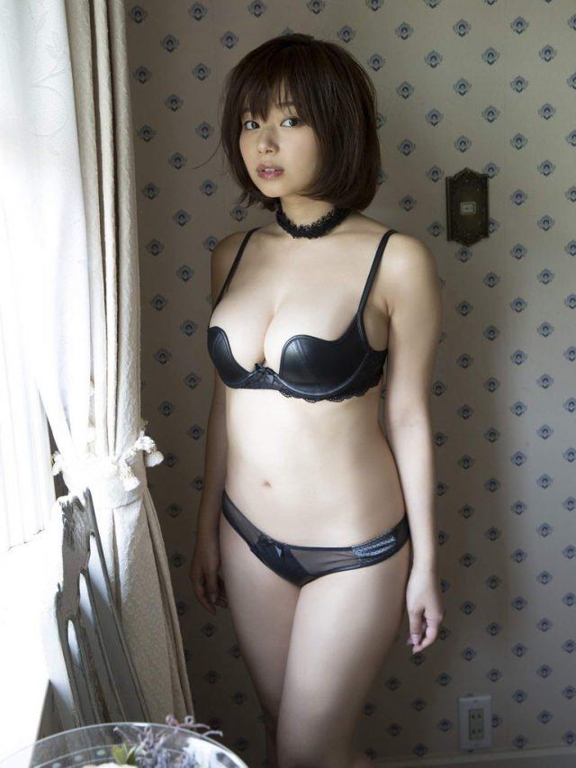 【おっぱい】黒ランジェリーを着た美巨乳な大人の女にパイズリされてみたい!黒ランジェリーのおっぱい画像集!ww【80枚】 60