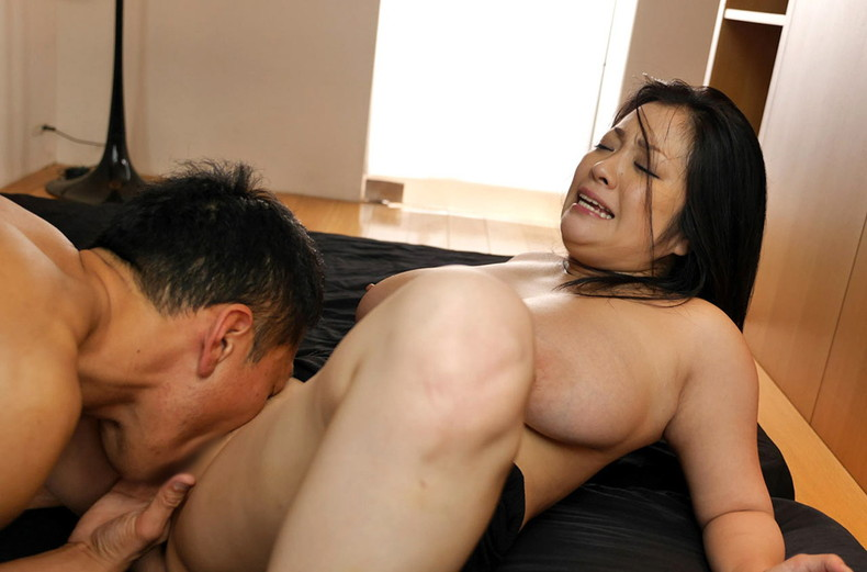 【おっぱい】クンニしてる巨乳娘の股間からおっぱいを見上げてみたら乳首がビンビンだったクンニのおっぱい画像集ww【80枚】 37