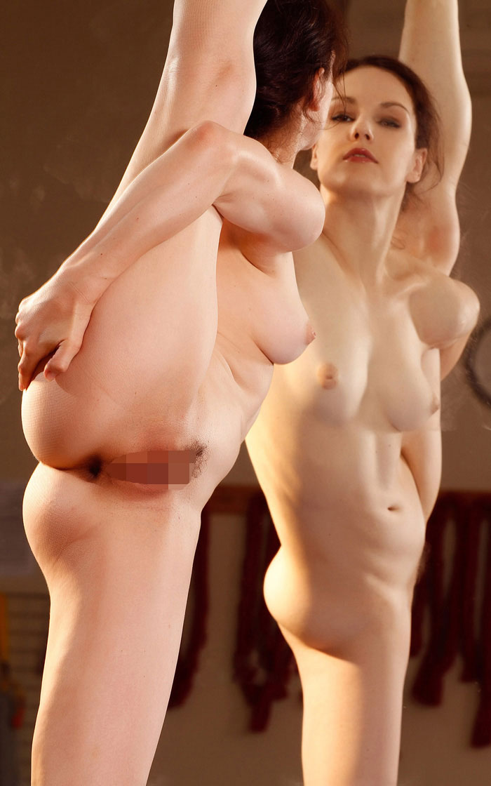 【おっぱい】Y字バランスで股間と美乳を同時に強調している軟体おっぱい画像集ww【80枚】 49