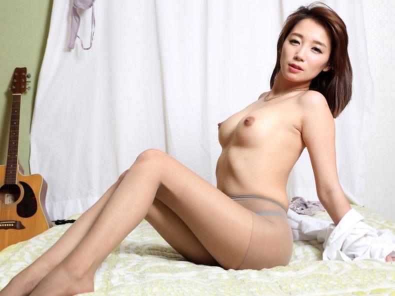 【おっぱい】日本人に負けない美少女韓国人や中国人たちが日本人とは微妙に違う美乳を露出して誘惑してくれてるアジアンおっぱい画像集ww【80枚】 10