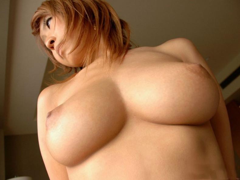 【おっぱい】ローアングルから見上げる巨乳の下乳と勃起チクビがエロ過ぎるローアングルのおっぱい画像集!ww【80枚】 09