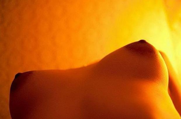【おっぱい】ローアングルから見上げる巨乳の下乳と勃起チクビがエロ過ぎるローアングルのおっぱい画像集!ww【80枚】 44