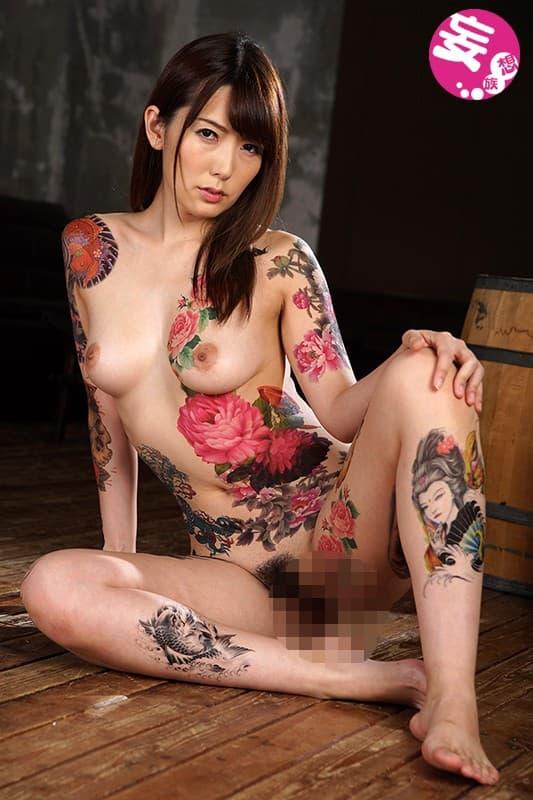 【おっぱい】おしゃれタトゥーから激コワ和彫りまで!タトゥーを入れたビッチそうな女の子たちのおっぱい画像集!ww【80枚】 30