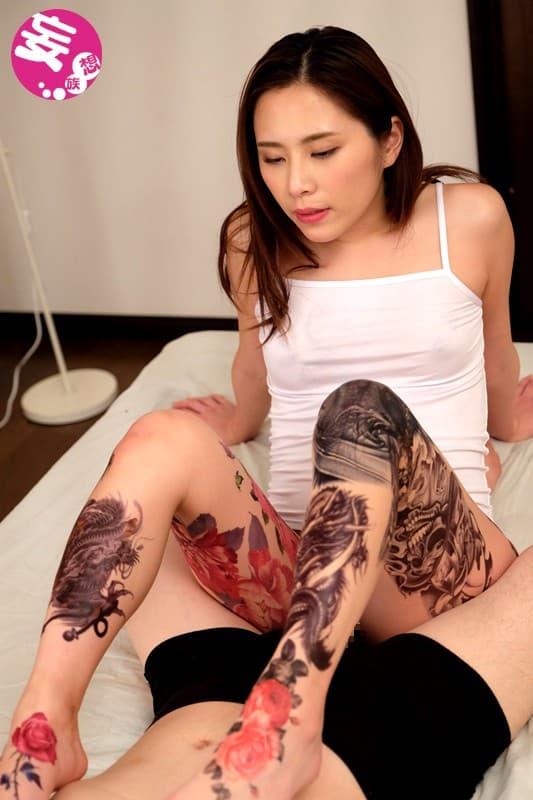 【おっぱい】おしゃれタトゥーから激コワ和彫りまで!タトゥーを入れたビッチそうな女の子たちのおっぱい画像集!ww【80枚】 74